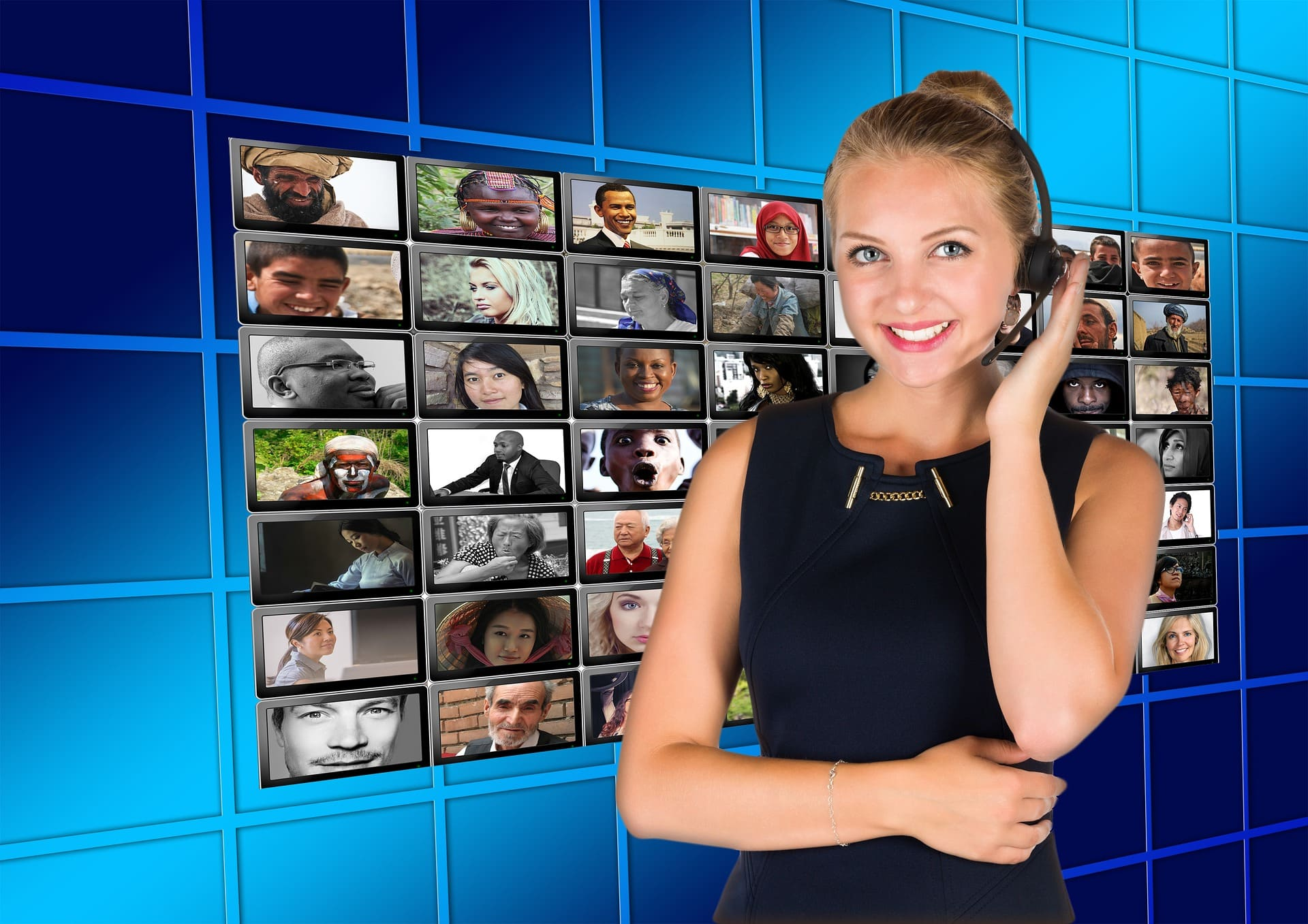 foto mostra uma mulher com o fone de call center